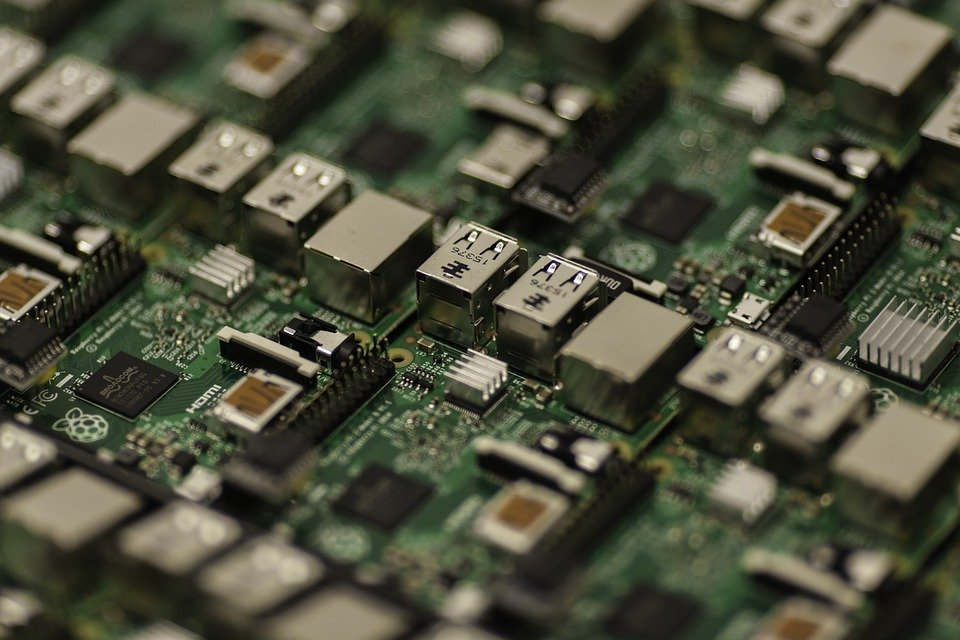 Motherboard vs Circuit Board featured